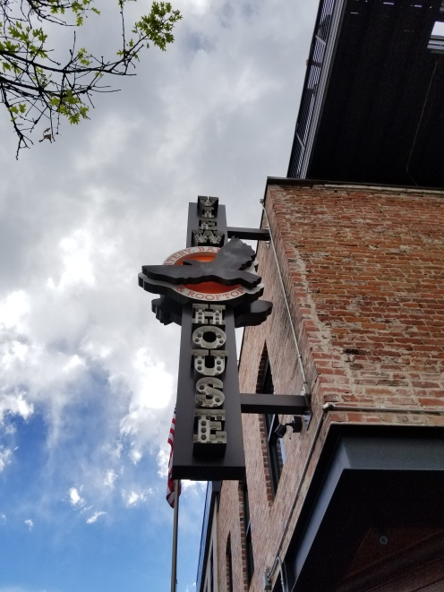 ViewHouse_Sign